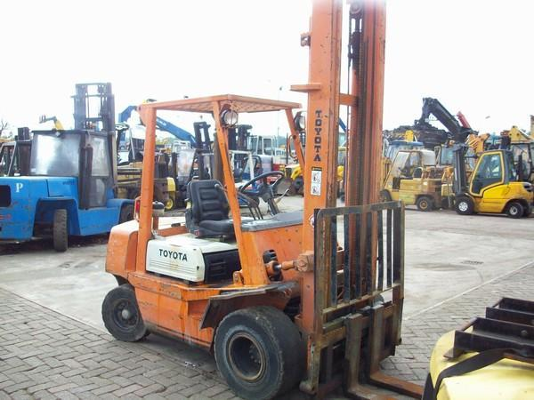 Diesel Forklift - TKT MACHINERY & TRADING SDN BHD